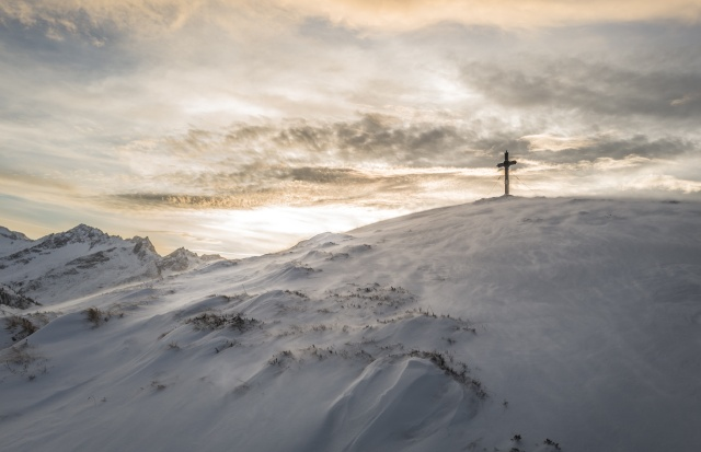 Cross and snow from Unsplash